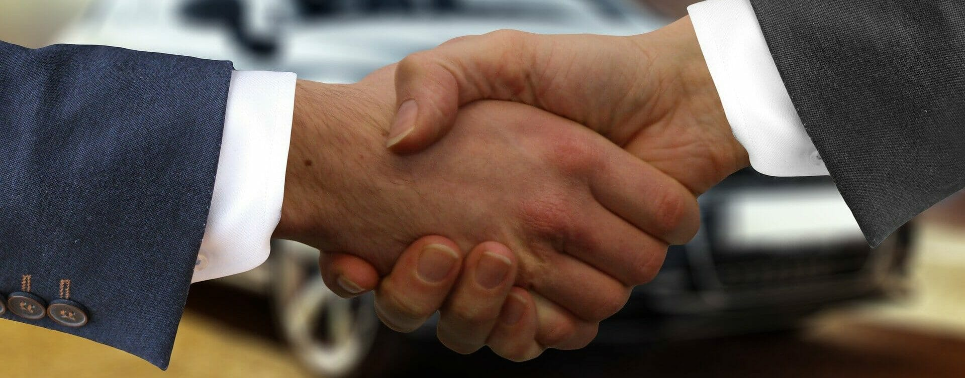 Autobarankauf mit Handschlag